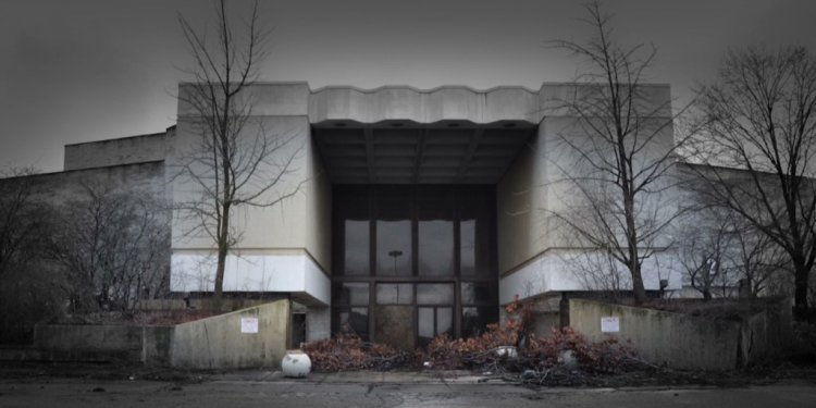 Are America s malls dying?